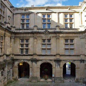Court of the castle of Suze La Rousse